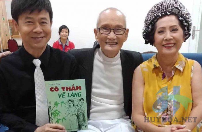 Nhạc sĩ Giao Tiên chụp ảnh cùng Thái Châu và Phương Dung