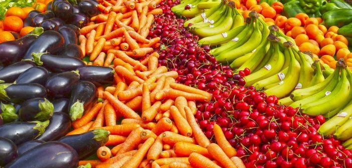 Trái cây và rau xanh giúp bảo vệ men răng và tránh các mảng bám chân răng.