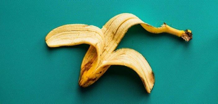 Tẩy trắng răng bị ố vàng bằng vỏ chuối