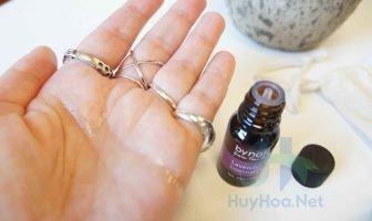 Tinh dầu hoa oải hương có tác dụng dưỡng trắng, làm mềm da, giảm sưng viêm và trị mụn trứng cá