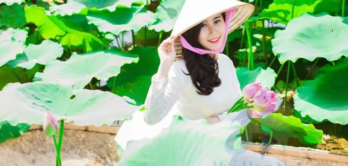 The Ao Dai of Vietnamese ladies is important symbols in Vietnamese culture