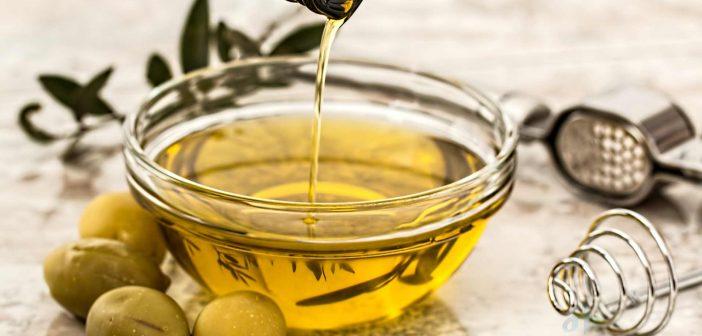 Dầu ô liu kết hợp với dầu dừa giuos làm săn chắc làn da