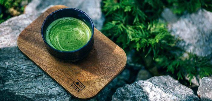 Dùng bột trà xanh là phương pháp làm mặt nạ thu nhỏ lỗ chân lông tại nhà đơn giản và hiệu quả nhất