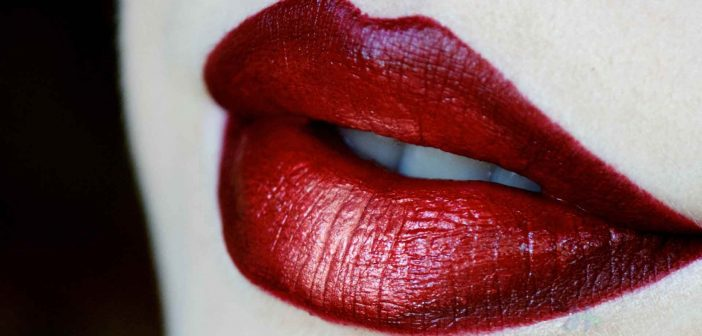 Ombre lips can look awesome, but if not done correctly they can make you look very tacky!