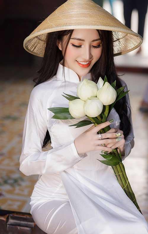 Với áo dài trắng học sinh bạn nên chọn nội y tệp màu da hoặc màu trắng tinh.