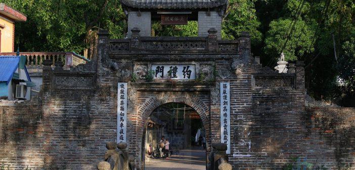 Cổng Làng Ước Lễ thuộc xã Tân Ước, huyện Thanh Oai, Hà Nội với tuổi đời xấp xỉ 500 năm