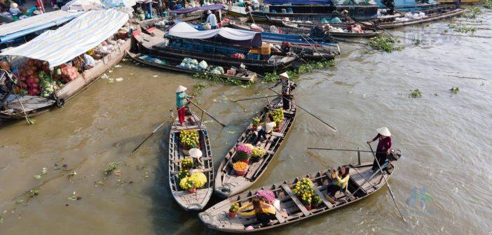 Buôn bán dưới sông nước ở quê hương Việt nam