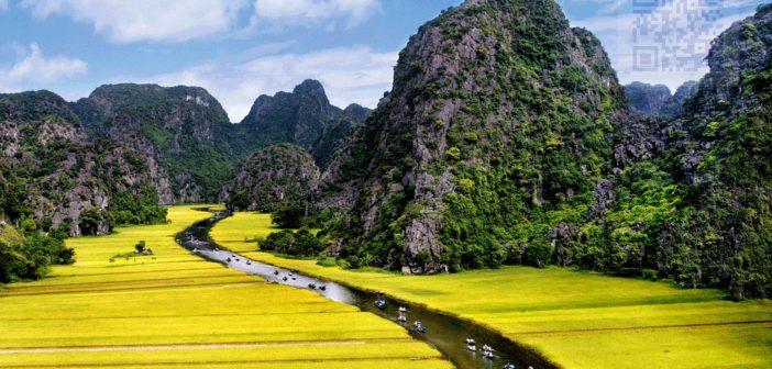 Sông Ngô Đồng là con đường thủy độc đạo đưa du khách đến với Tam Cốc, Bích Động.