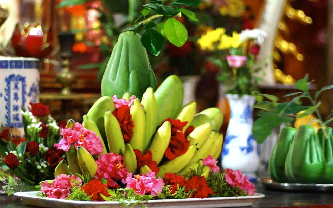The five-fruit tray on Tet is a traditional Vietnamese custom
