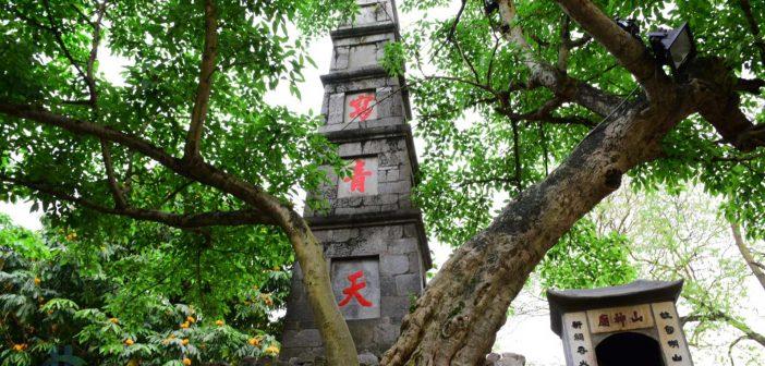 Tả Thanh Thiên - Tháp Bút đền Ngọc Sơn