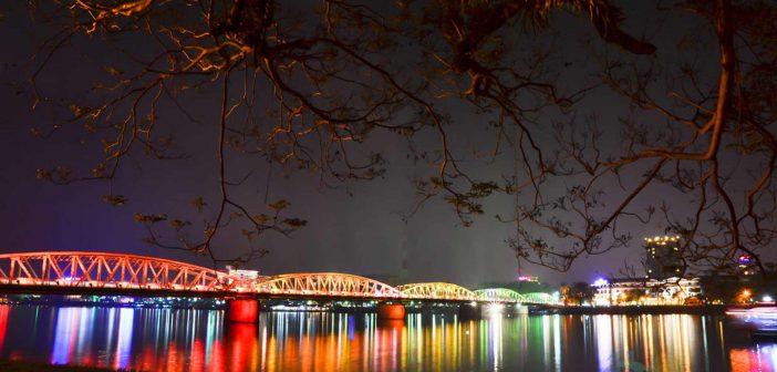 Night in Truong Tien (Trang Tien) bridge