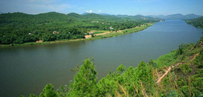 Huong river and Ngu mountain