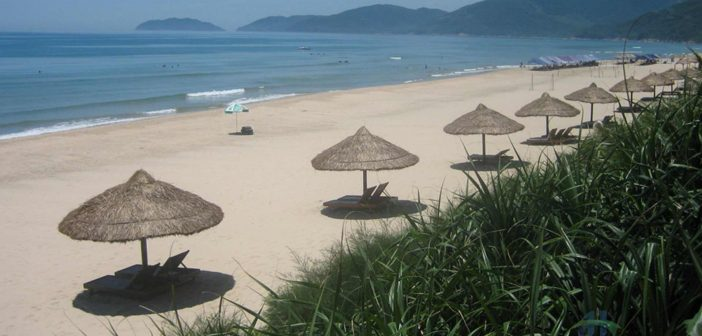 Lang Co Beach has long been known as a stunning beach with the most beautiful natural conditions and landscapes in Da Nang