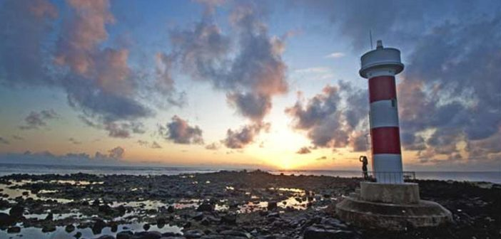 Dawn on the lighthouse island in Mu Cu.