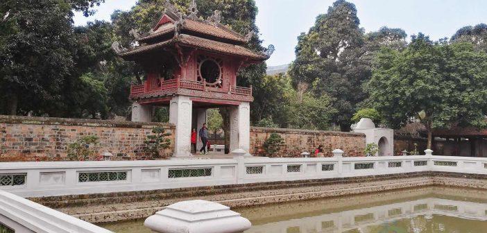 The Khue Van Cac and Thien Quang Tinh Lake